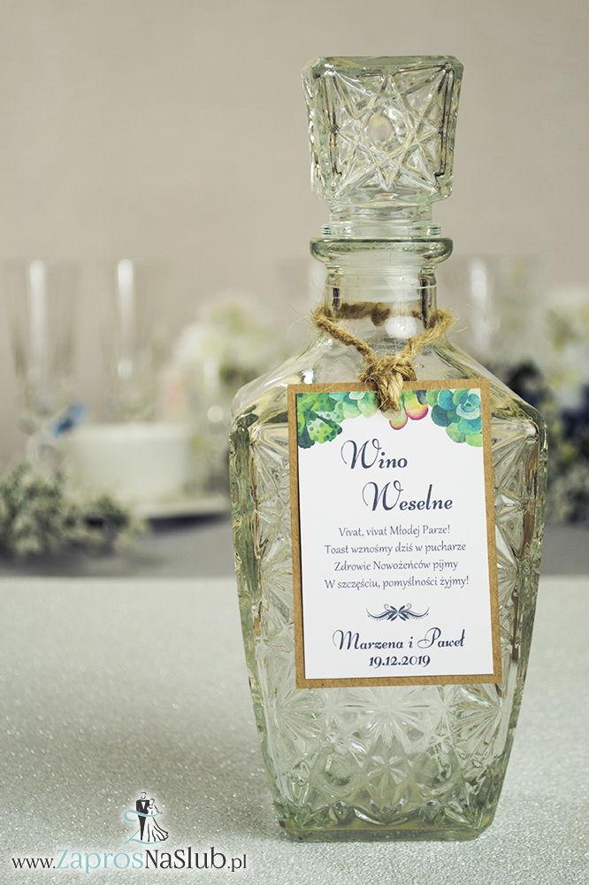 ZAW-2715 Eleganckie zawieszki na alkohol eko z kilkoma rodzajami sukulentów przyklejanym motywem tekstowym i sznurkiem jutowym - Zaproszenia ślubne na ślub
