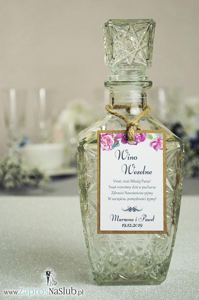 ZAW-2716 Eleganckie zawieszki na alkohol eko z motywem kwiatów róży, przyklejanym motywem tekstowym i sznurkiem jutowym - Zaproszenia ślubne na ślub