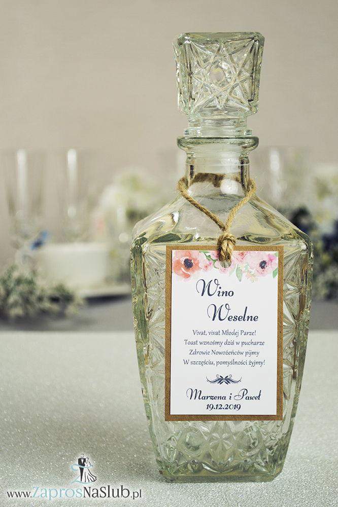 ZAW-2720 Eleganckie zawieszki na alkohol eko z motywem maków, przyklejanym motywem tekstowym i sznurkiem jutowym - Zaproszenia ślubne na ślub