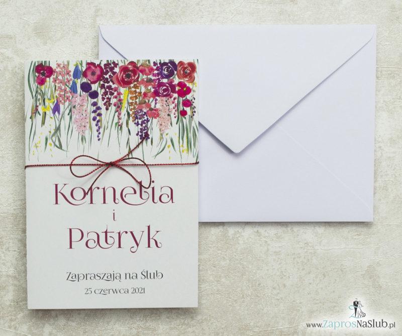 zaproszenia-z-czerwonym-sznurkiem-metalizowanym-biała-kopertą-i-pieknymi-polnymi-kwiatami