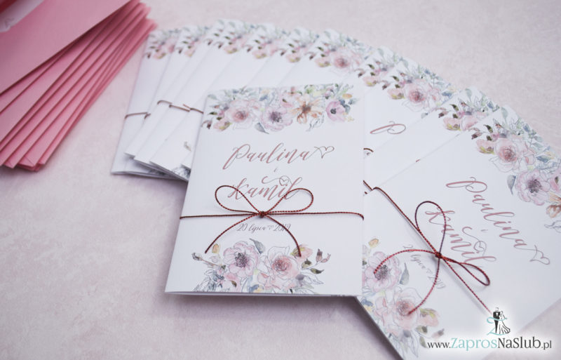 Modne zaproszenia ślubne kwiatowe. Kwiaty róż i ich kontury. Nowoczesna ozdobna czcionka. Sznurek metalizowany (5)