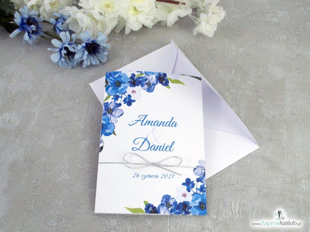 Modne zaproszenie na ślub z niebieskimi kwiatami i srebrnym sznurkiem ZAP-35-04