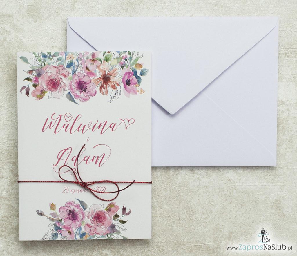 kwiatowe-zaproszenia-ślubne-i-czerwony-sznurek-metalizowany-ozdobna-czcionka-różowe-kwiaty