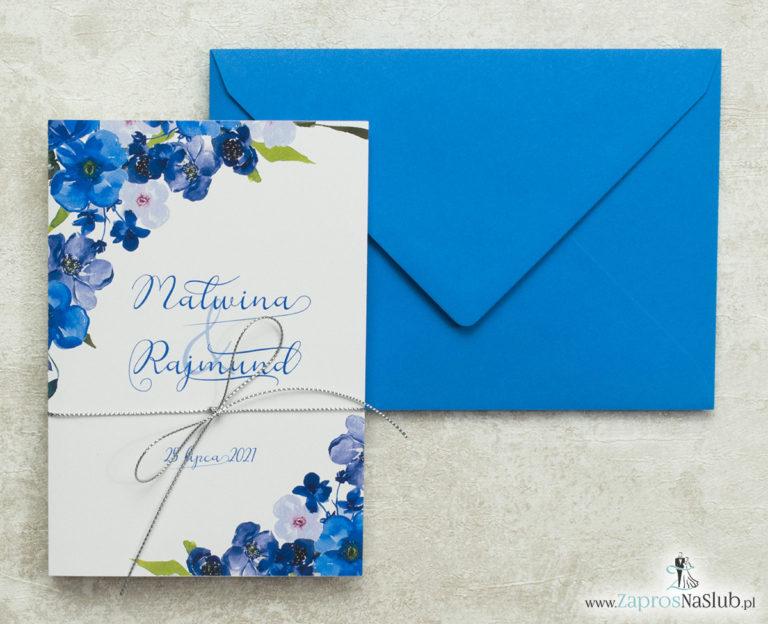 kwiatowe-zaproszenia-ślubne-ze-srebrnym-metalizowanym-sznurkiem-niebieskie-kwiaty-niebeiska-koperta