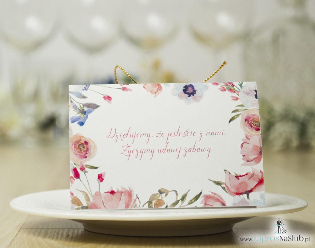 modne-winietki-ślubne-z-kwiatami-otaczającymi-tekst-wykonany-z-bardzo-nowoczesnej-i-pieknej-czcionki