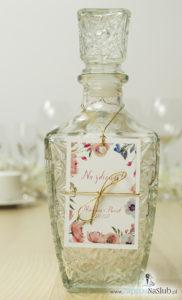 modne-wzory-zawieszek-na-alkohol-polne-kwiaty-różowe-złoty-sznurek-i-kokardka-metalizowane
