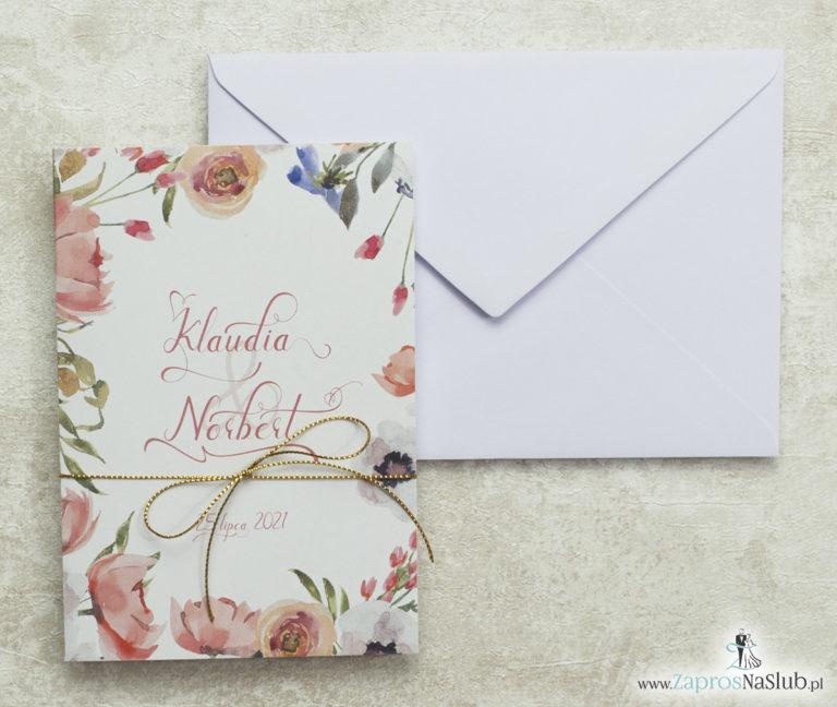 piękne-zaproszenia-ślubne-z-modnym-wzorem-kwiatowym-dookoła-zaproszenia-sznurek-metalizowany-złoty-nowoczesna-czcionka-biała-koperta-wklejane-wnętrze