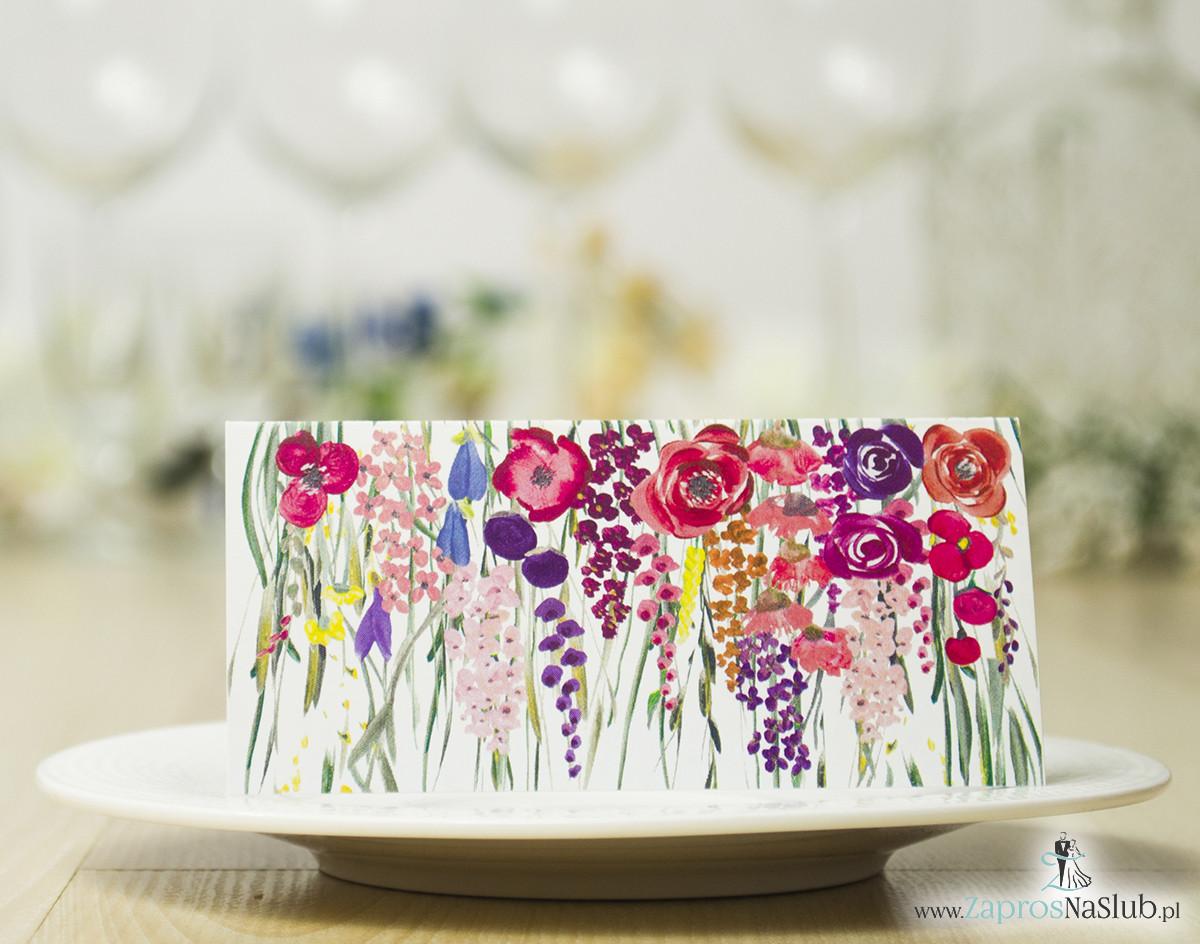 Modne winietki ślubne kwiatowe. Bardzo ładny wzór kwiatowy wychodzący z góry winietki, naklejony motyw tekstowy, WIN-10004