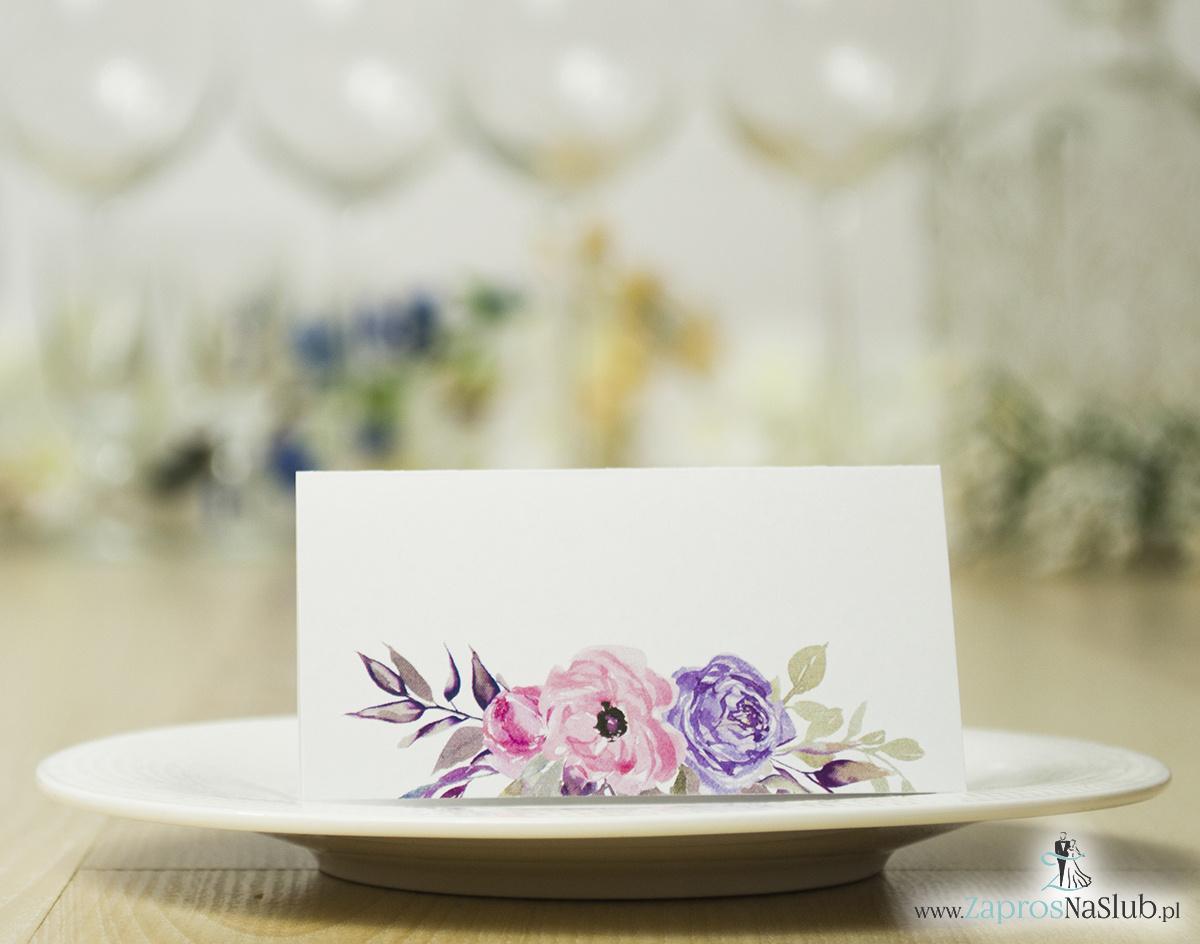Modne winietki ślubne kwiatowe. Papier eko, w połączeniu z kredowym, pięknymi kwiatami i modną czcionką ozdobną, WIN-10009