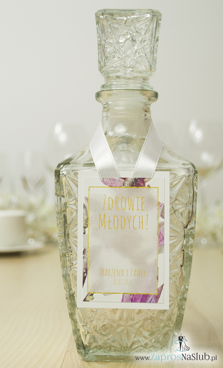zawieszki-na-alkohol-z-kwiatami-magnolii