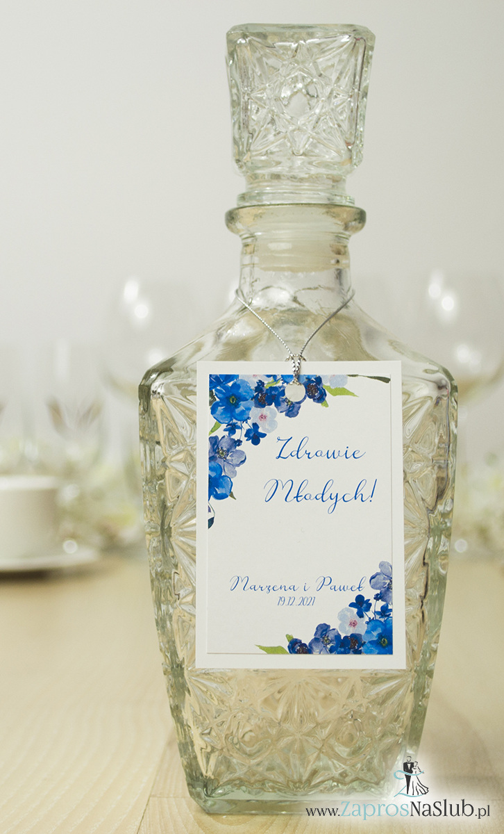 zawieszki-na-alkohol-z-niebieskimi-kwiatami-i-srebrnym-sznurkiem-metalizowanym