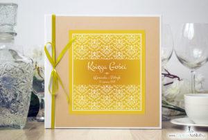 Bardzo elegancka księga gości z żółto-białą dekoracją, brzoskwiniowym perłowym papierem. KSG-10022