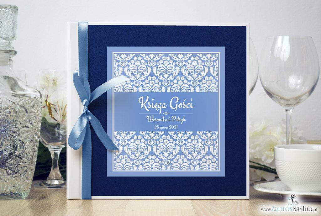 Bardzo elegancka księga gości z błękitno-białym ornamentem florystycznym, niebieskim papierem perłowym ksg10017-12
