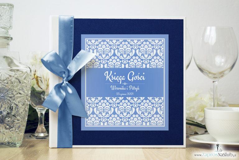 Bardzo elegancka księga gości z błękitno-białym ornamentem florystycznym, niebieskim papierem perłowym. KSG-10017 - ZaprosNaSlub