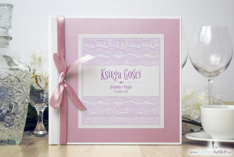 Bardzo elegancka księga gości z biało-różowymi dekoracyjnymi paskami, różowym papierem perłowym. KSG-10015 - ZaprosNaSlub