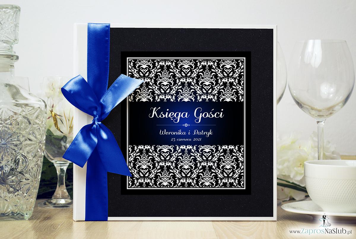 Bardzo elegancka księga gości z czarno-białym eleganckim damaskiem z błękitna poświatą, czarnym papierem perłowym. KSG-10020