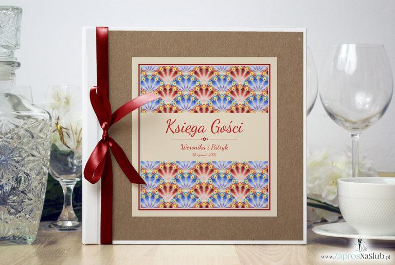 Bardzo elegancka księga gości z czerwonymi i niebieskimi pawimi piórami, różowymi elementami, papierem eko. KSG-10008 - ZaprosNaSlub