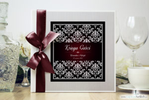 Bardzo elegancka księga gości z karminowym florystycznym damaskiem, papierem w paski ksg10012-25