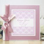Bardzo elegancka księga gości z różowym barokowym damaskiem, różowym papierem perłowym ksg10019-25