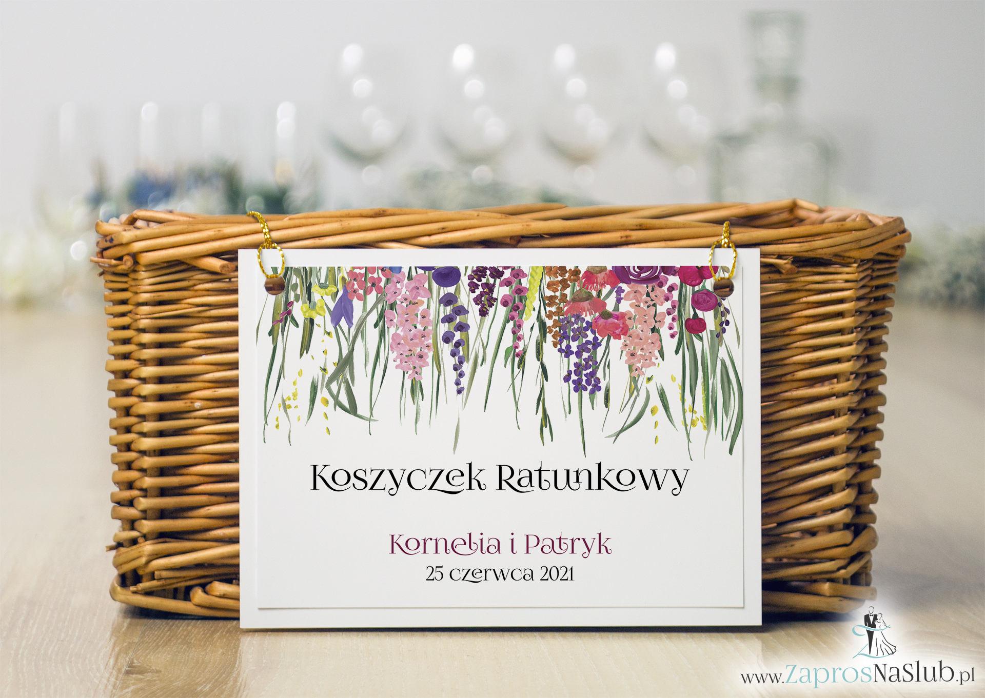 Koszyczek ratunkowy z kolorowymi polnymi kwiatami i zieloną trawą oraz złotym sznurkiem. KOS-10001 - Zaproszenia ślubne ZaprosNaSlub