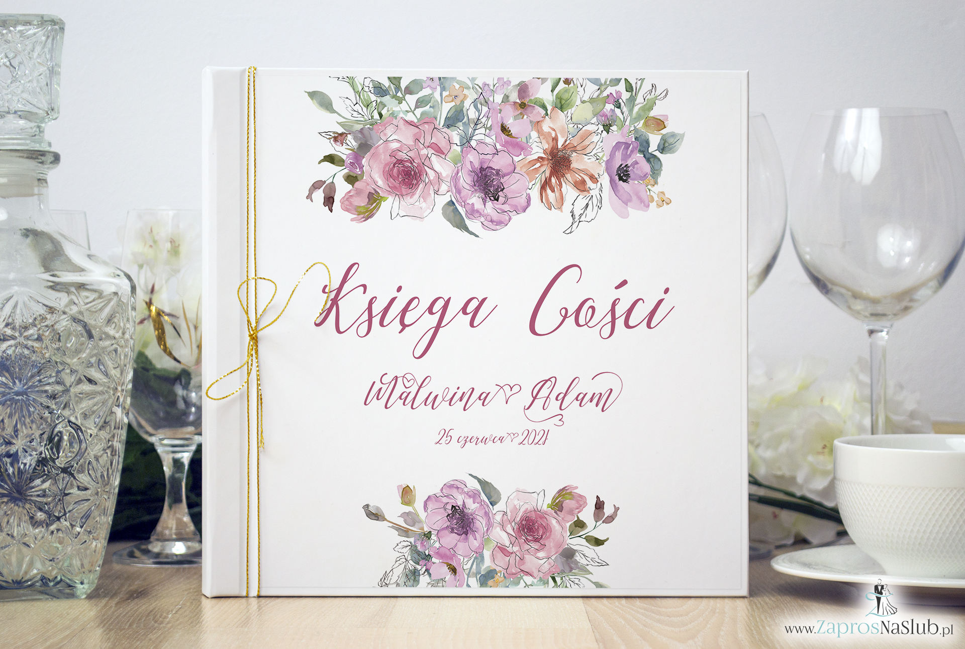 Księga gości weselnych z różowymi kwiatami i ich konturami, złotym sznurkiem metalizowanym. KSG-10005
