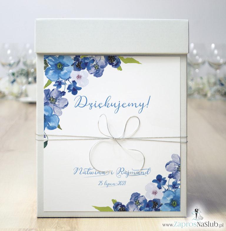 ZaprosNaSlub - Zaproszenia ślubne, personalizowane, boho, rustykalne, kwiatowe księga gości, zawieszki na alkohol, winietki, koperty, plany stołów - Pudełko na koperty z niebieskimi kwiatami i srebrnym sznurkiem metalizowanym. PUK-10003