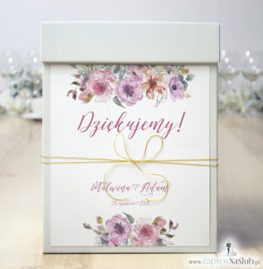 modne-pudełko-na-koperty-złoty-sznurek-różowe-kwiaty-i-kontury-kwiatów