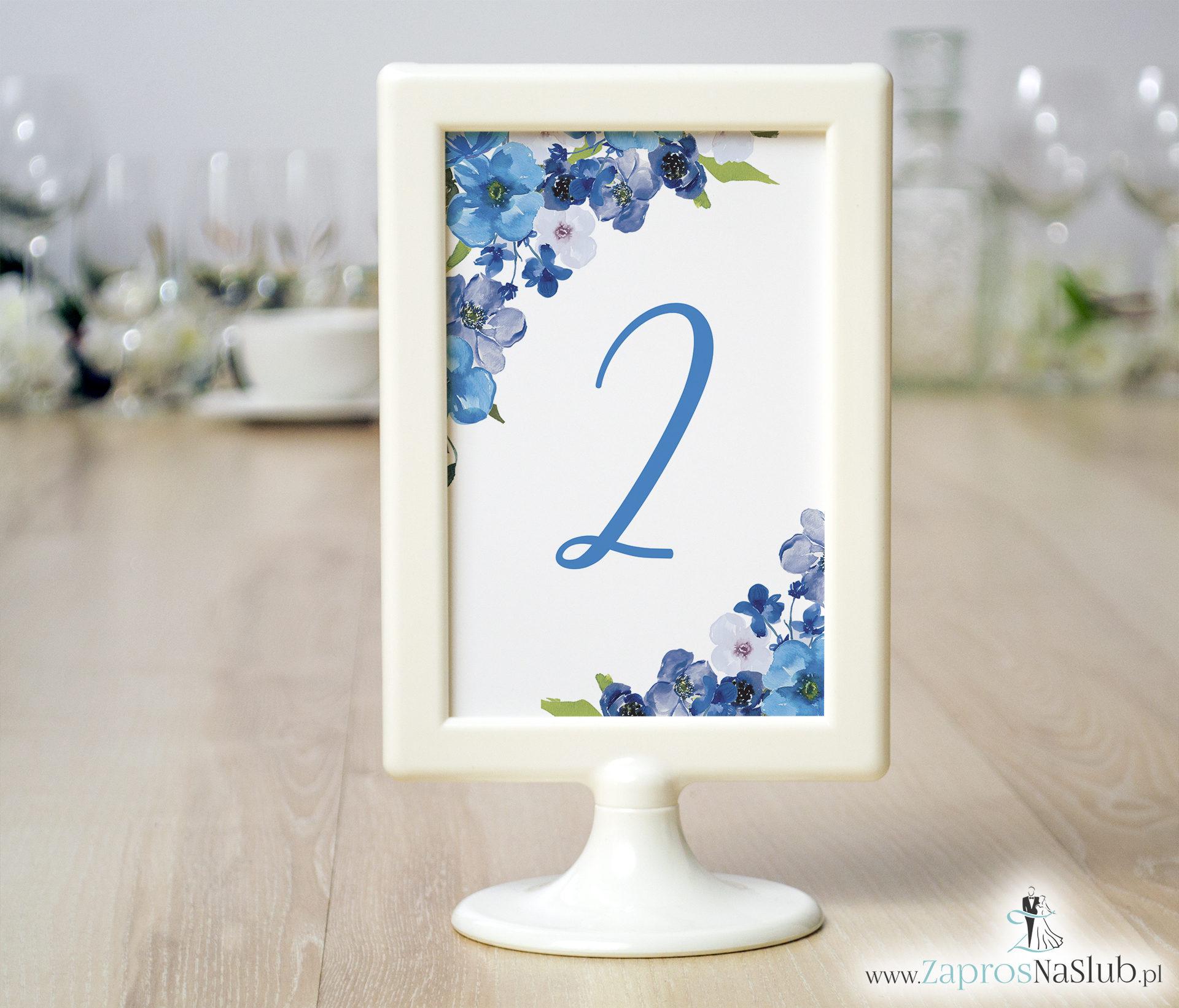 Numery stołów z niebieskimi kwiatami. NRR-10004
