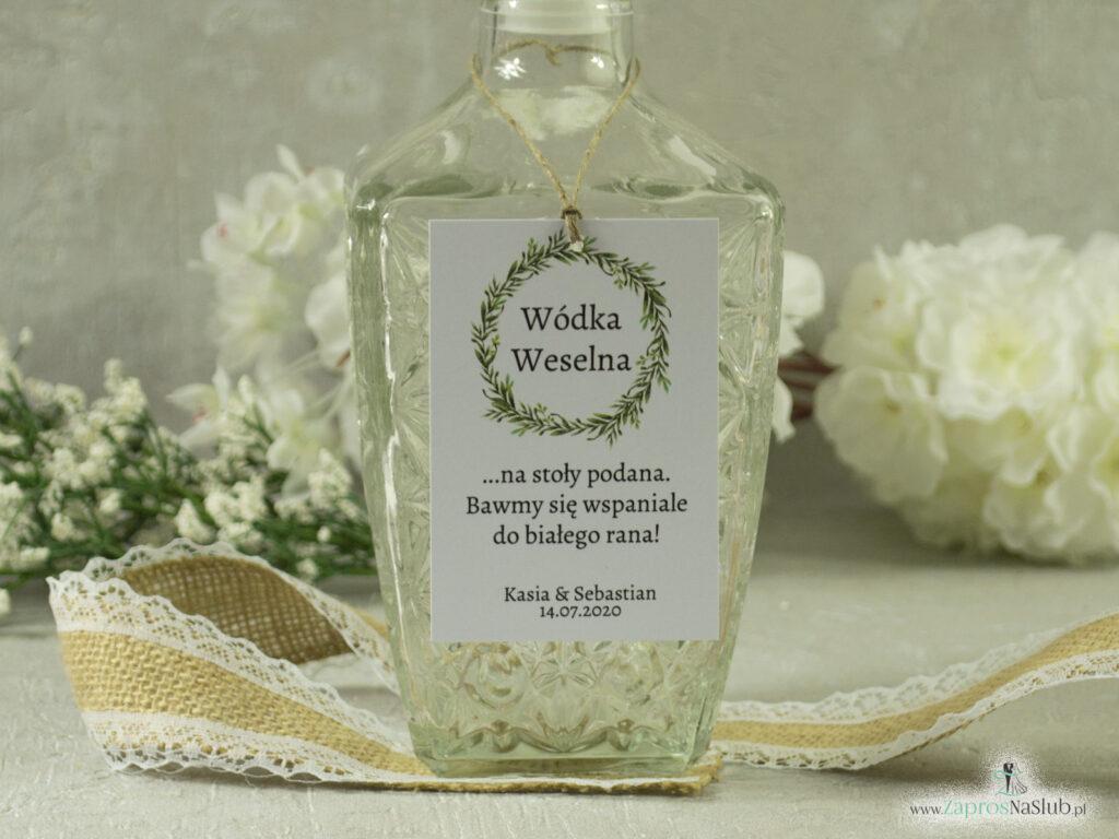 Zawieszka na alkohol w stylu rustykalnym z wiankiem z zielonych liści ZAW-111-2