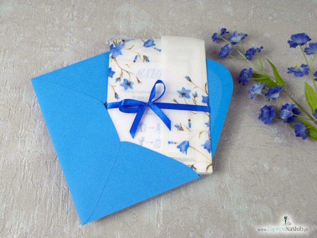 Eleganckie zaproszenie ślubne na kalce, z wkładką rsvp oraz motywem kwiatów dzwonków, przewiązane wstążką ZAP-124-min
