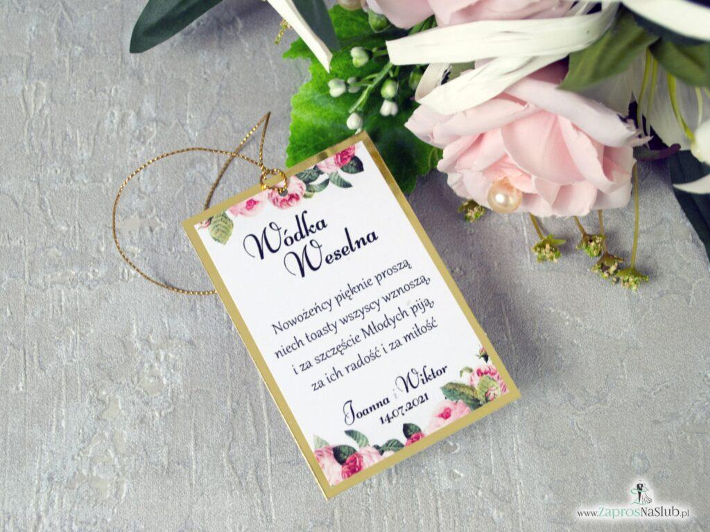 Kwiatowe zawieszki na alkohol na eleganckim złotym papierze z efektem lustra, kwiaty róży, zielone liście, złoty metalizowany sznurek ZAW-110-1-min