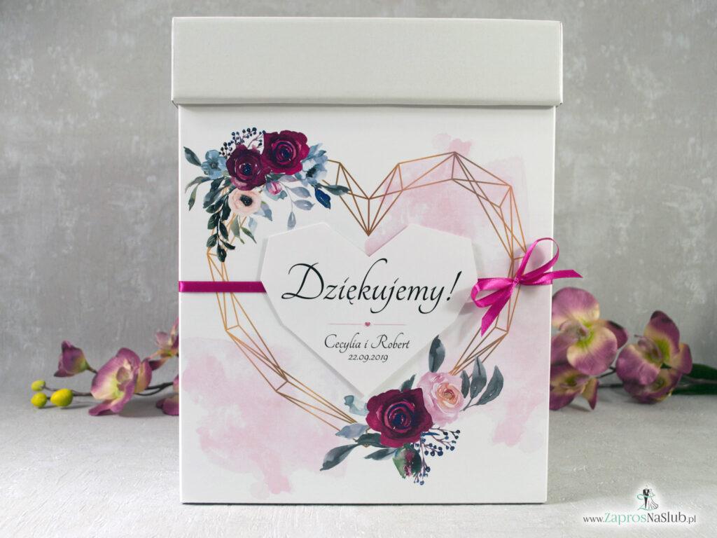 Modne pudełko na koperty z geometrycznym sercem, bordowymi i różowymi różami PNK-41-06