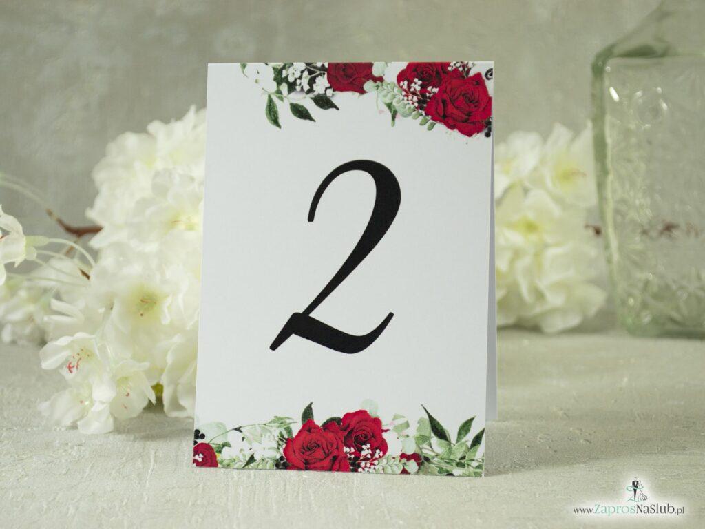 Numer na stół samostojący. Czerwone róże, zielone liście i białe maki. NNS-38-01-2
