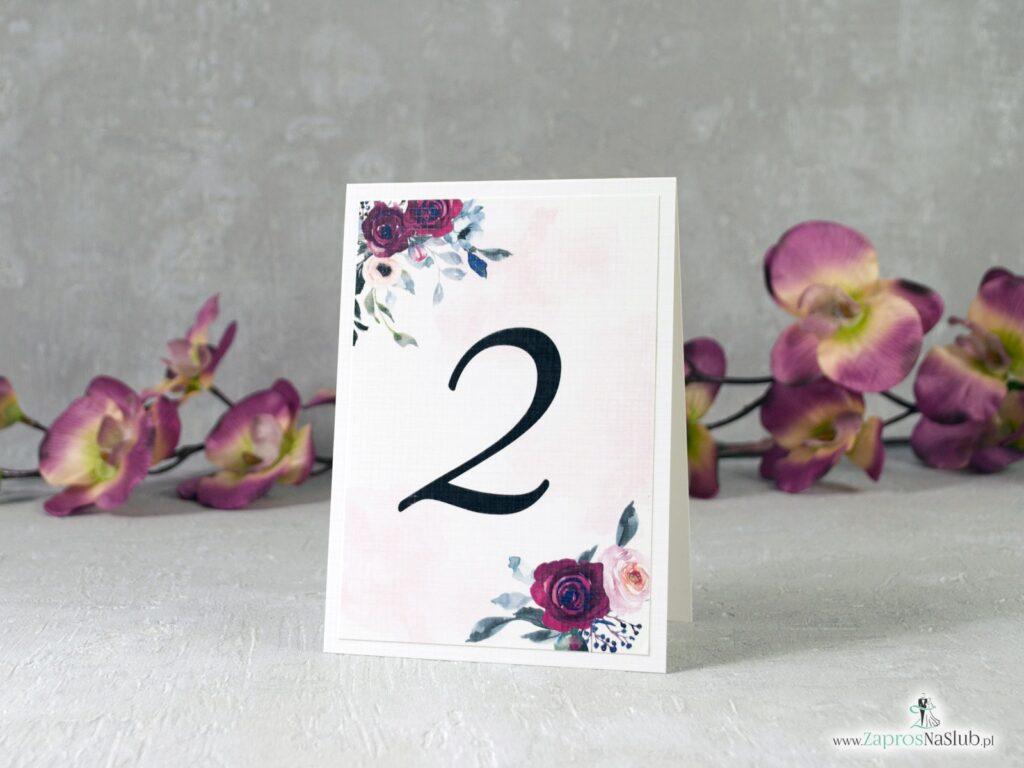 Numer stołu z bordowymi i różowymi różami, kwiatowy modny NNS-41-06