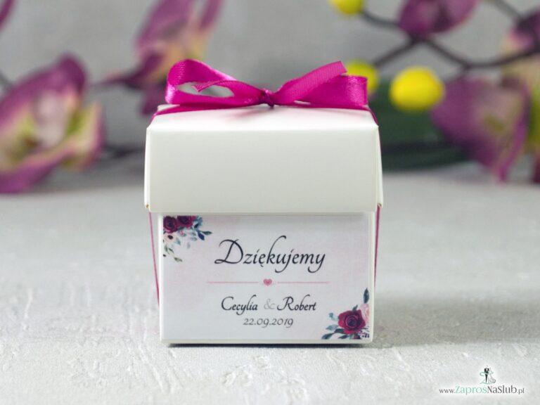 Podziękowanie dla gości w formie pudełeczka na cukierki, słodkości z kwiatami róży, bordowymi i różowymi PNSL-41-06