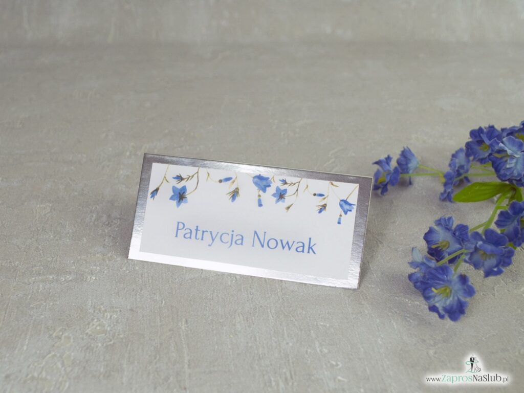 Winietki kwiatowe, na eleganckim srebrnym papierze z efektem lustra oraz motywem niebieskich kwiatów dzwonków WIN-124-1