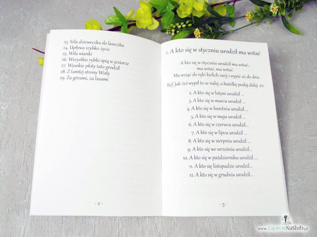 Wnętrze śpiewnika weselnego w stylu rustykalnym z liśćmi w różnych odcieniach, dużo tekstów SPW-123-min