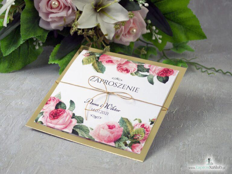 Zaproszenie ślubne na złotym papierze z efektem lustra, motywem kwiatów róży oraz zielonych liści ZAP-110 - ZaprosNaSlub