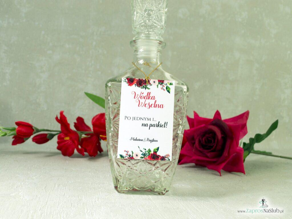 Zawieszka na alkohol z kwiatami czerwonych róż i złotym sznurkiem ZAW-114-2-min