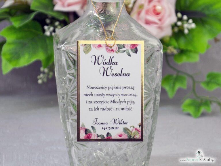 Eleganckie zawieszki na alkohol z motywem kwiatów róży z zielonymi liśćmi na złotym papierze z efektem lustra. ZAW-110-1 - ZaprosNaSlub