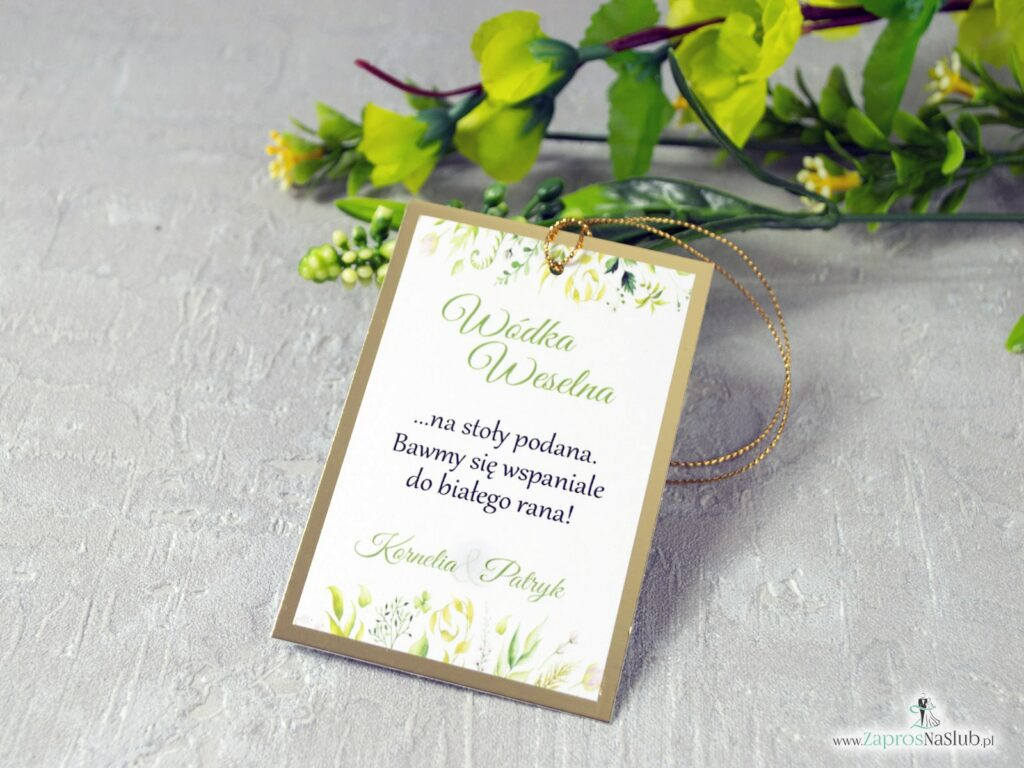 Zawieszki na alkohol w rustykalnym stylu z motywem zielonych liści w różnych odcieniach na złotym papierze z efektem lustra. ZAW-123-1-min