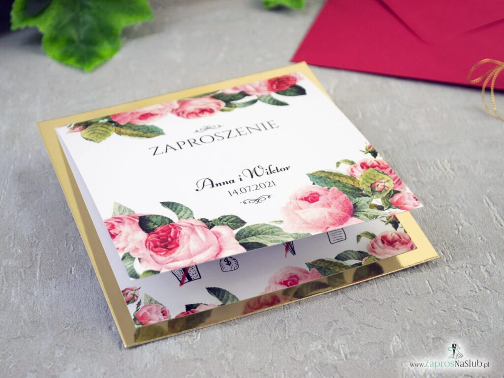otwierane zaproszenie ślubne na złotym papierze z kwiatami róży i zielonymi liśćmi ZAP-110-min