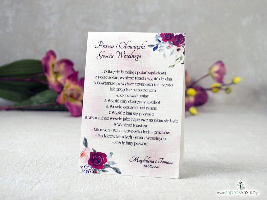 Weselne obowiązki gości z kwiatami róży w kolorze bordowym i różowym. Delikatne tło. PiOGW-41-06-min