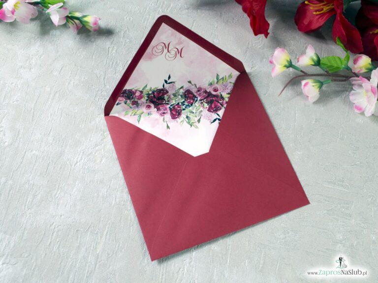 Bordowa koperta do zaproszeń slubnych z kwiatową wkładką WDK-41-08-min