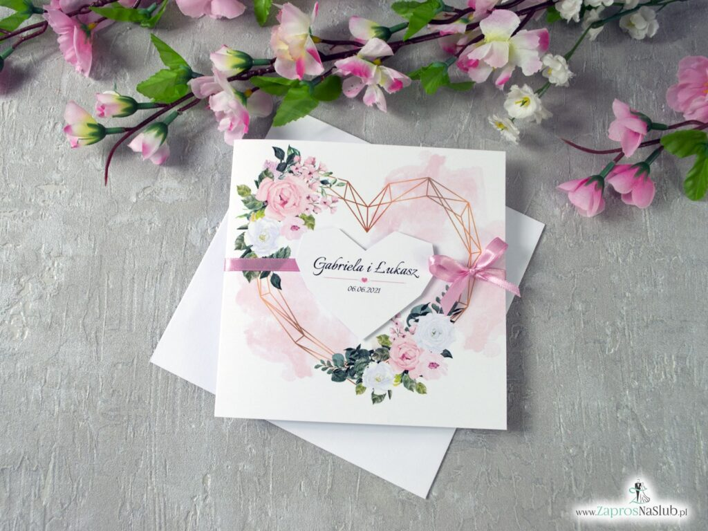 Kwiatowe zaproszenia ślubne z delikatnymi kwiatami w odcieniach różu i bieli oraz geometrycznym sercem. ZAP-41-12-min