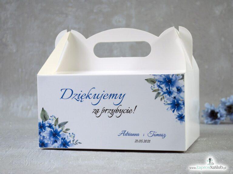 ZaprosNaSlub - Zaproszenia ślubne, personalizowane, boho, rustykalne, kwiatowe księga gości, zawieszki na alkohol, winietki, koperty, plany stołów - Pudełko na ciasto z niebieskimi kwiatami. Podziękowanie dla gości. PNC-41-22