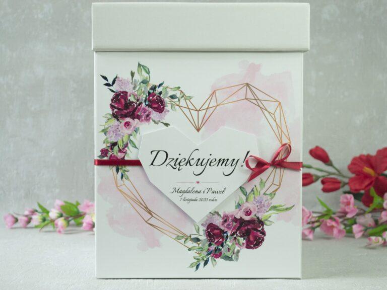 Pudełko na koperty z kwiatami piwonii i geometrycznym sercem. PNK-41-08 - ZaprosNaSlub