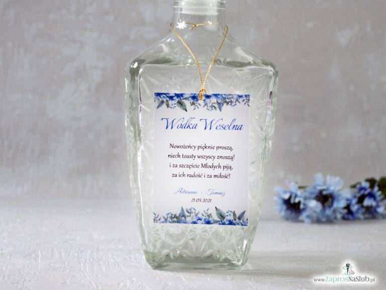 Zawieszka na alkohol z niebieskimi kwiatami i złotym sznurkiem ZAW-41-22-min