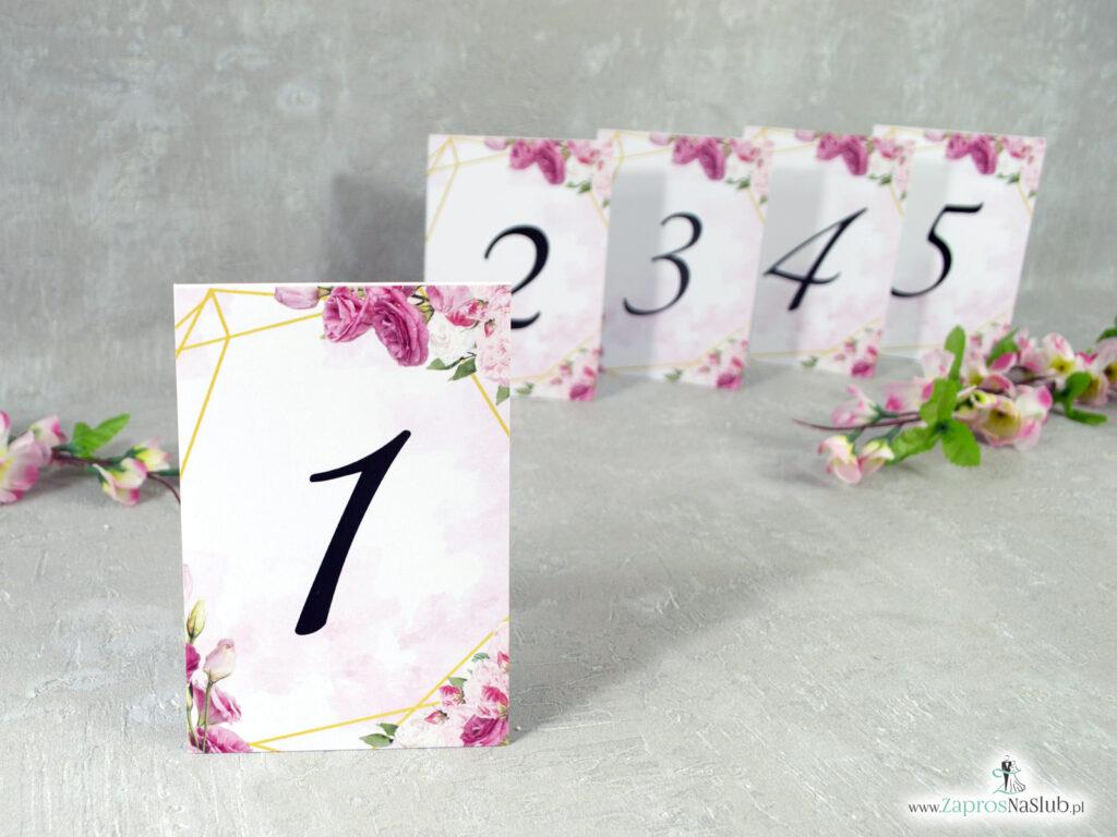 Numery stołów. Różowe kwiaty i złote geometryczne linie NNS-132