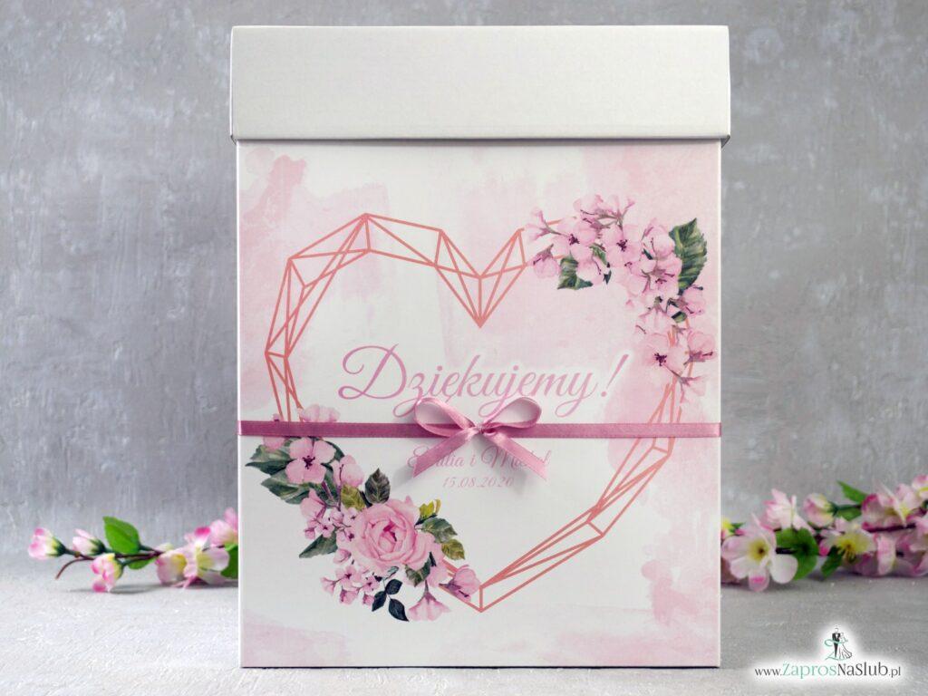 Pudełko na koperty z geometrycznym sercem i różowymi kwiatami PNK-41-23
